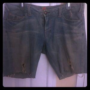 U distressed jean shorts